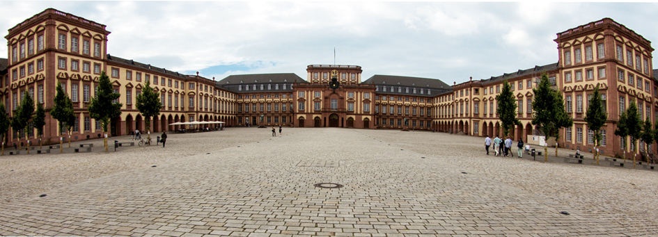 Read more about the article Schlossführung Mannheim: Das Leben am Hofe des Kurfürsten Carl Theodor